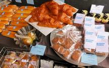 菓子やパンなどの販売
