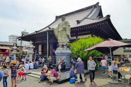 「吉原寺音祭+寺っテラ市」が行われた妙祥寺
