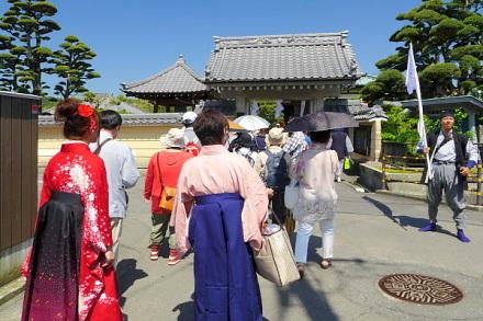 了善寺へ向かう参加者
