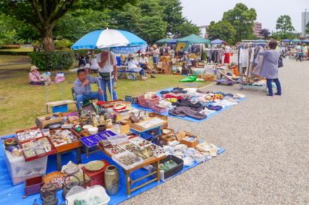 イベント広場でのフリーマーケット
