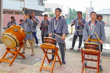 太鼓の演奏なども行われる