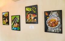 店舗に飾られたアート作品