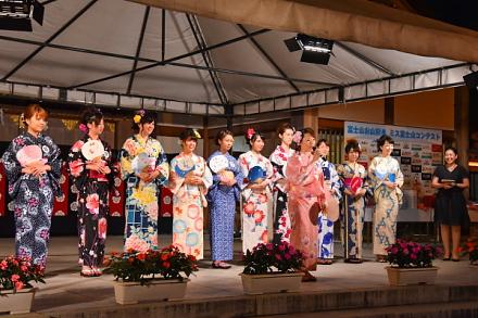 ミス富士山コンテスト会場の浅間大社祈祷殿