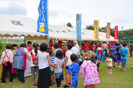 賑わう橋下護所神社祭典会場の雁公園