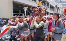 富士町区内を練り歩く神輿