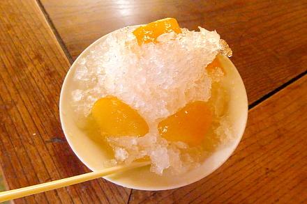 鈴川の桃を使ったかき氷の提供