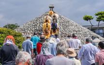 富士塚での参拝シーン