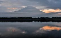 田貫湖撮影1日目 雲間から時折姿を見せる富士山