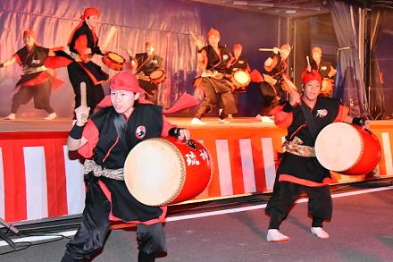 沖縄エイサー「琉神」のステージ