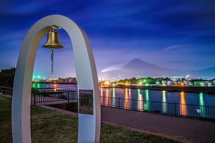 はじまりの鐘から眺めた港の夜景