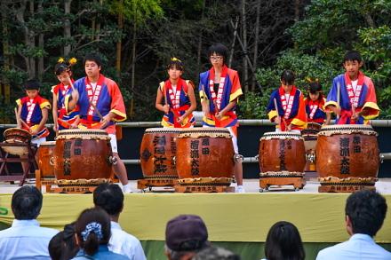 原田清流子供太鼓の演奏