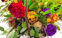 ハロウィンの飾り物を添えた寄せ植えも