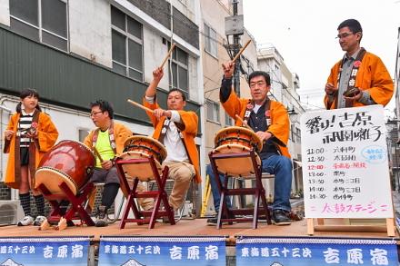 吉原祇園囃子のステージ