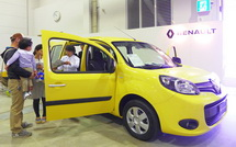 自動車の展示コーナー