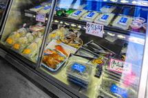 しらすや魚介類の販売