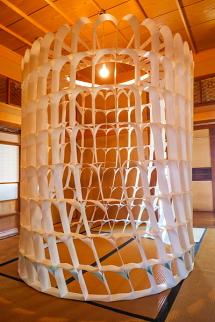 紙アート作品「paper arch hermitage 紙のアーチの菴」
