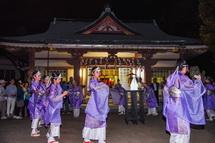 滝川神社境内での舞