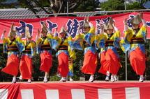 阿波踊りのステージ