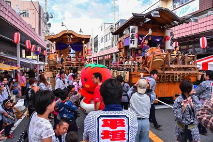 甲子秋まつり開催の富士本町通り