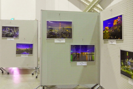 富士山紙フェアでの工場夜景写真展示