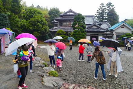 芸術祭開催の富士芸術村