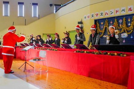 クリスマスハンドベルコンサート開催の富士山こどもの国