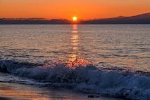海はたまに波が砕ける程度の穏やかさ