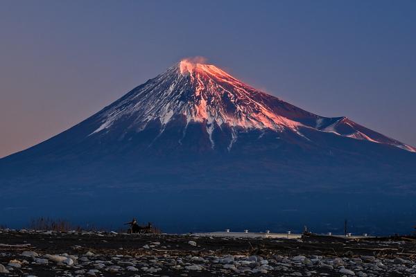 初日の出の直前に見られた紅富士