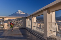 屋上と富士山の風景