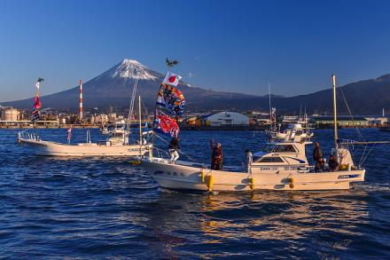田子の浦港の漁船パレード