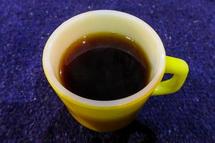 淹れたてのコーヒーを味わう