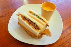 レストランKAWASAKIの鹿肉サンドイッチ