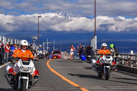 3区富士大橋 雲間から一部が見えた富士山