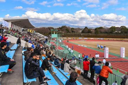 フィニッシュ地点の富士総合運動公園陸上競技場
