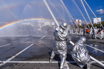 二重の大きな虹が出現
