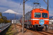 岳南電車と富士山の風景