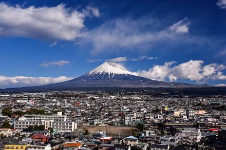 ふじさんてらすMierulaからの市街地と富士山の眺め