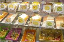 C-ドルフィン 多彩な商品が並ぶショーケース