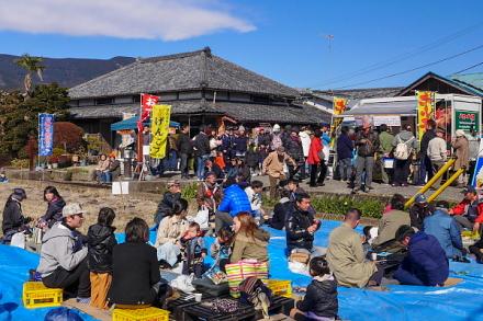 富士正酒造 田んぼでの宴会風景も見られた