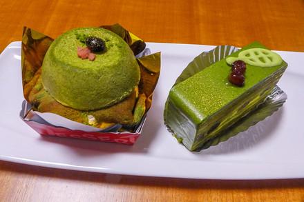 ゲットしたお茶スイーツ(ダンデライオン「富士山麓茶クレープ包み」・アベイル洋菓子店「プチ・オ・ティ」)