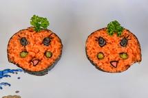 可愛らしいナポリン飾り巻き寿司
