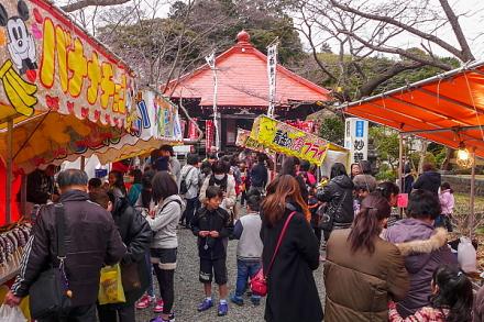 大祭開催で賑わう妙善寺境内