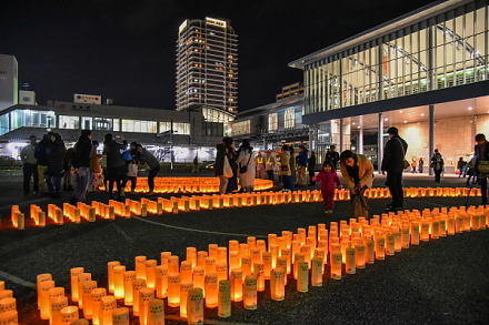 キャンドルナイト開催のJR清水駅東口広場
