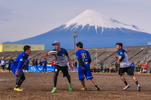 富士山と熱戦を繰り広げる選手たち