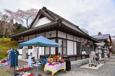 隣接の妙泉寺でも同時に「花まつり」