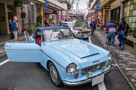 クラシックカーが並ぶマイロード本町商店街