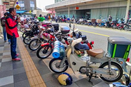富士カブミーティング開催の吉原東本通り商店街