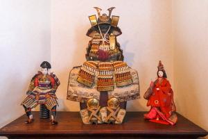 骨董品の五月人形などの展示