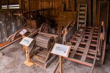 昔の農機具などの展示
