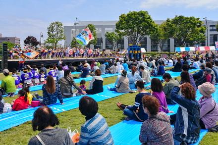 賑わうあっぱれ富士会場の富士市中央公園